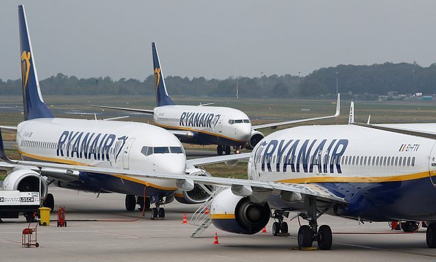 Italy's competition watchdog launches probe into Ryanair's bag charges