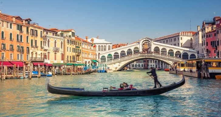 Will Venice Implement Fines for Sitting in Restricted Areas?