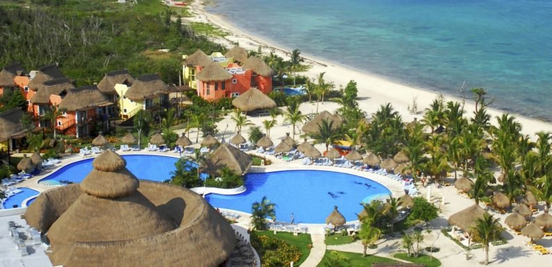 Kids stay free at this hotel in Cozumel ·
