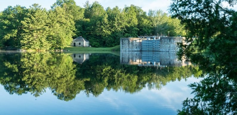 Le Boat is now operating along Canada's picturesque Rideau Canal ·