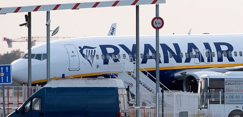 Ryanair plane impounded, 149 passengers kicked off due to unpaid bill