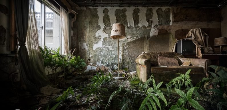 There's an abandoned luxury hotel on a remote island in Japan and the eerie photos will give you goosebumps