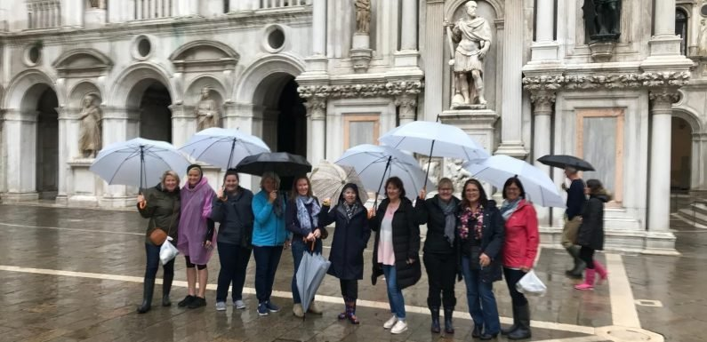 Ah the serenity MTA Advisors go paddling in Piazza San Marco ·