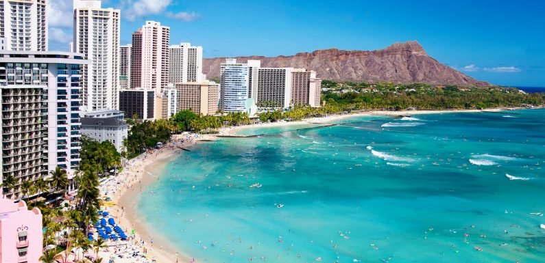Airline Battle for Hawaii Picks Up as Sun Country Adds Flights