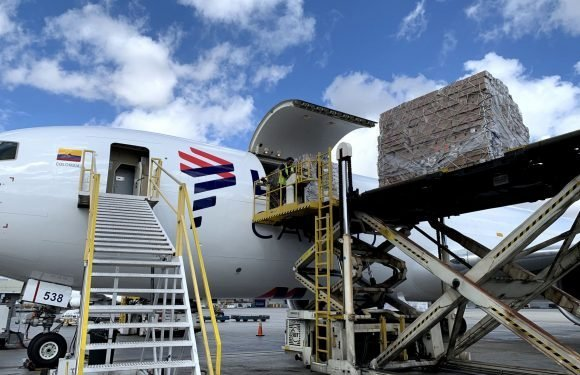LATAM Cargo flies over 9,000 tons of flowers for Valentine's Day ·