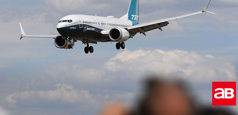 US reverses course, grounds Boeing 737s