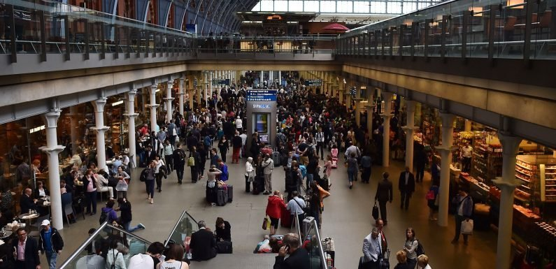 Trains resume service between London and Luton after 'major disruption'