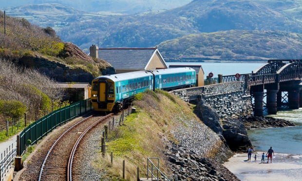 10 classic UK trips by public transport
