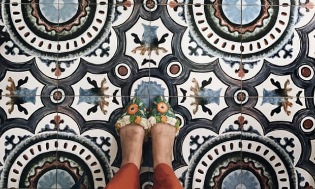 What lies beneath: the craze for 'selfeets' of eye-catching floors