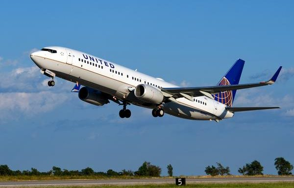 Storm Forces United Flight to Divert, Ruins Thanksgiving For Passengers