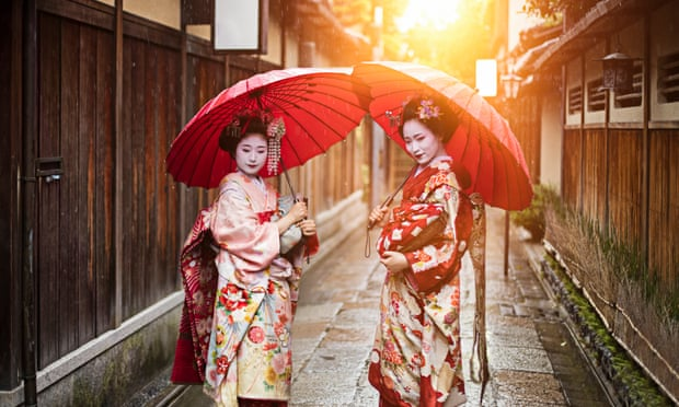 Geisha selfies banned in Kyoto as foreign tourism boom takes toll
