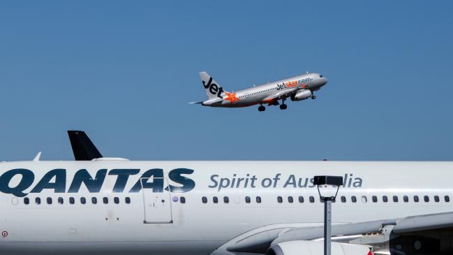 Qantas says it will slash carbon emissions to zero by 2050