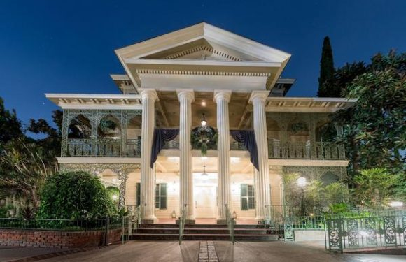 Disneyland's Haunted Mansion to Close for Restoration in 2020