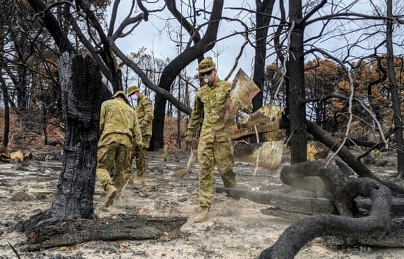 New visa rules encourage backpackers to help in Australia's bushfire recovery