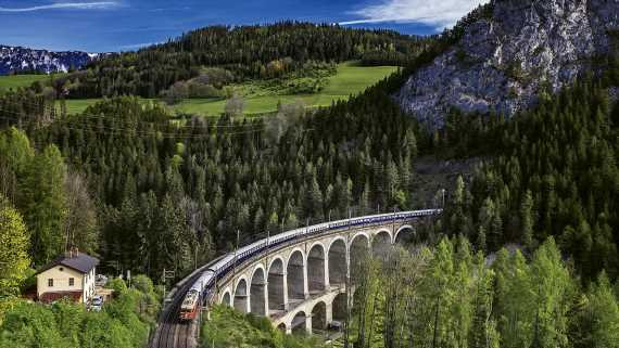 Uniworld to add luxury train packages