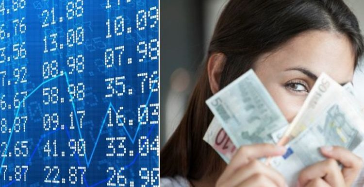 Holidays: Should you buy back pounds? Exchange rate experts issue travel money warning