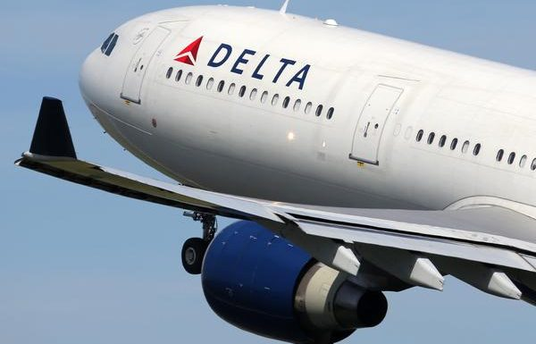 Delta Turns Flight Around After Multiple Passengers Refuse to Wear Masks