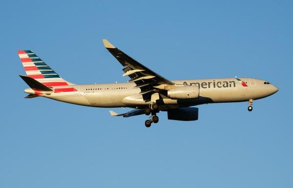 Man Holds Up American Airlines Flight Claiming HIPAA Rights Over Not Wearing a Face Mask