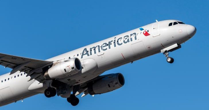 American Airlines Boots Woman From Flight for Not Wearing Face Mask
