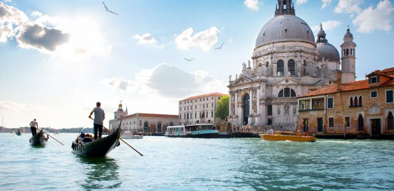 Venice Gondoliers Say Tourists Weigh Too Much, Cut Capacity on Boats