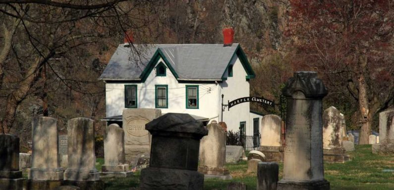 25 Ghost Tours Across America That Aren't for the Faint of Heart