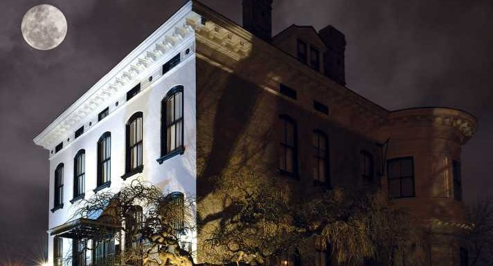 9 real-life haunted houses you can visit across the US – if you dare