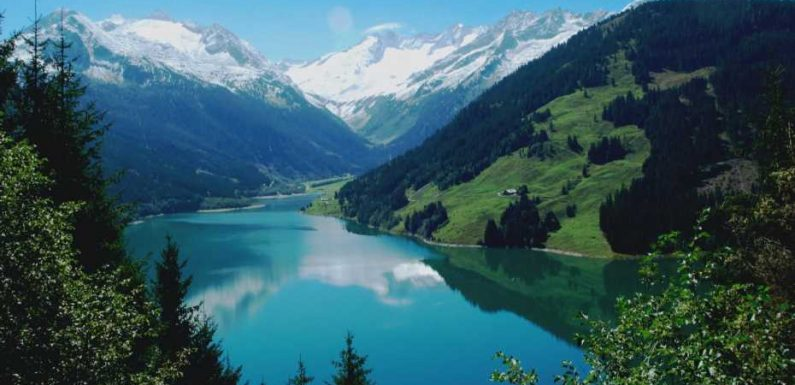 You won't believe these beautiful lakes are man-made
