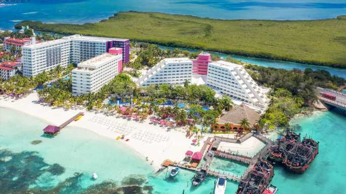 Cancun's Ultimate All-Inclusive Beachfront Resort for Adults and Those Traveling With Children