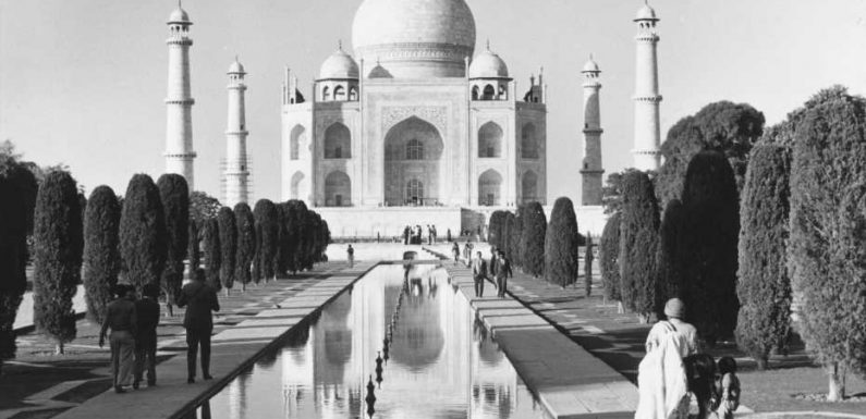 Historic photos of the world's tourist attractions in their heyday