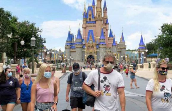 Disney World is bringing back Park Hopper perks next year