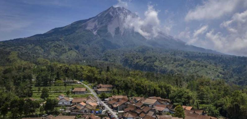 Hundreds Evacuate Over Fears That Indonesia's Most Active Volcano Could Erupt