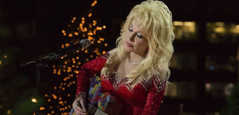 Dolly Parton Is Hosting a Virtual Christmas Concert This Friday and You're Invited