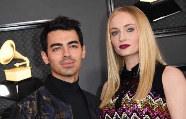 Joe Jonas & Sophie Turner's 2020 Christmas Pic Was A Silly Matching Moment
