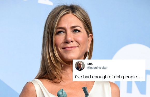 These Tweets About Jennifer Aniston's Pandemic Christmas Ornament Are Intense