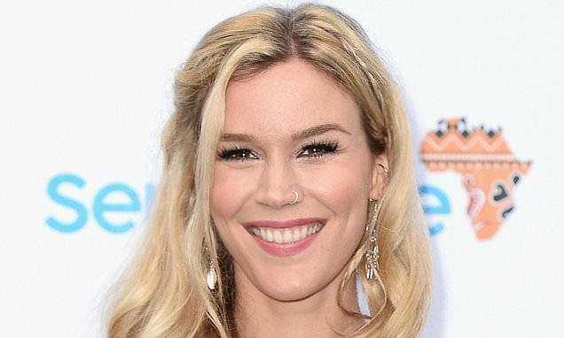 Joss Stone talks about why she travels in slippers