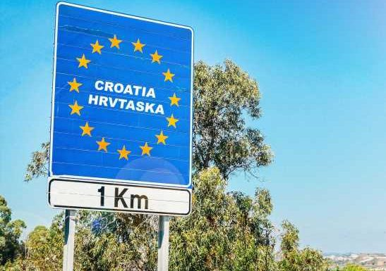 More than 40 travellers try to enter Croatia with fake Covid-19 tests