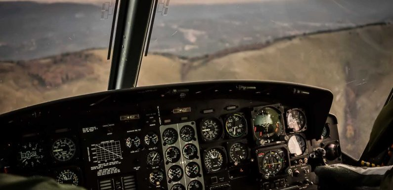 Ask the Captain: Is it hard for pilots to have the stick on their non-dominant side?