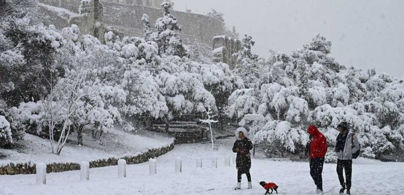 See the Acropolis Covered in Snow After Rare Storm
