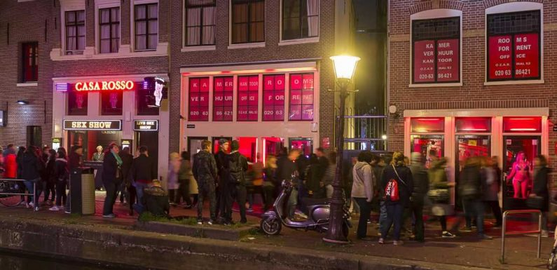 Amsterdam to move red light district outside the city
