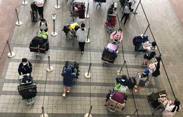 Airport e-gates could allow travellers to 'breach' hotel quarantine restrictions, says union official