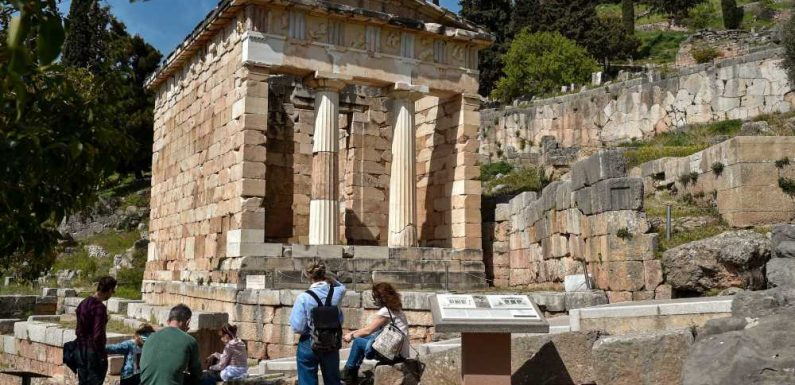 Greece Preparing to Welcome Tourists, Including Americans, Back on May 15