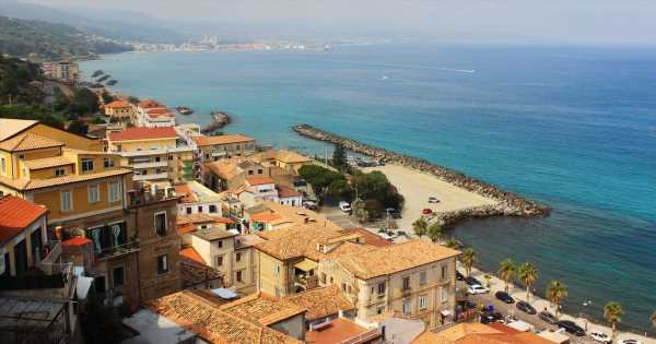 Italy's new hiking trail winds through 34 miles of beaches, mountains & history
