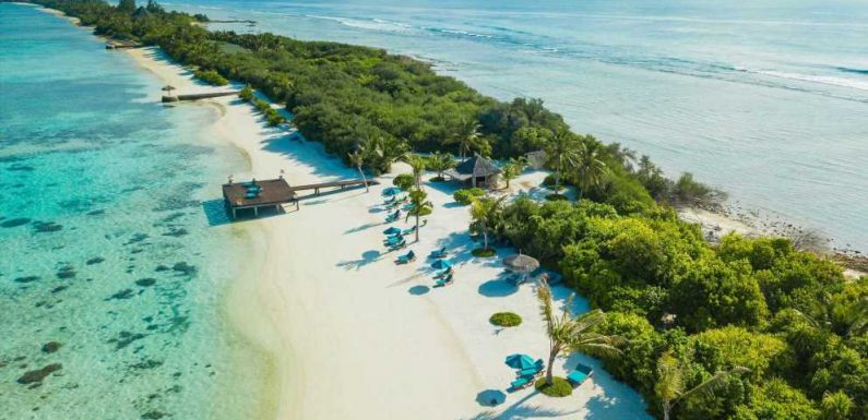 The Maldives Plans to Offer COVID-19 Vaccines to Tourists