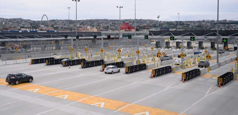 US borders with Canada, Mexico to remain closed to nonessential travel through May