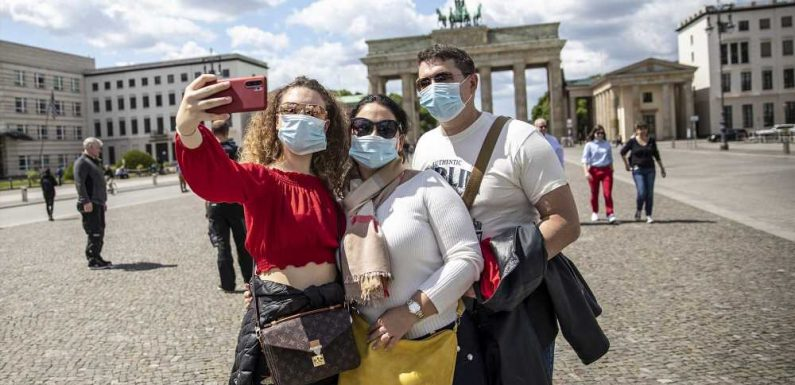 Vaccinated Americans Will Likely Be Allowed to Travel to Europe This Summer, Report Says