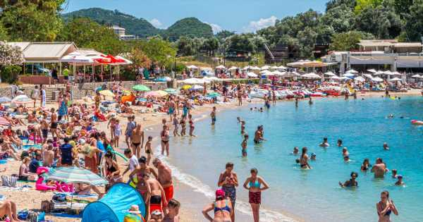 Holiday police to 'knock on doors' to enforce quarantine when brits return home