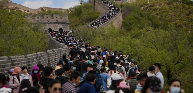 Photos of tourists packed onto the Great Wall of China look like they were taken years ago