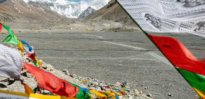 Tibetan Side of Mount Everest Closes Amid Concerns of COVID-19 Outbreak in Nepal