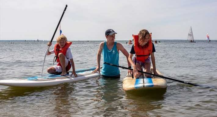 Summer weather spurs searches for amusement parks, paddleboarding, July 4th fireworks