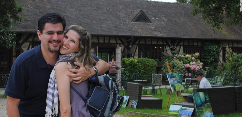 What happened when two strangers went on vacation together